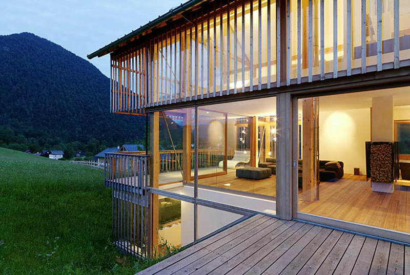 wood-and-glass-mountain-house-with-trio-of-terraces-11